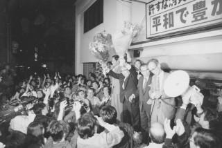 ⑥山原さんと共に初当選を決める(96年10月20日)